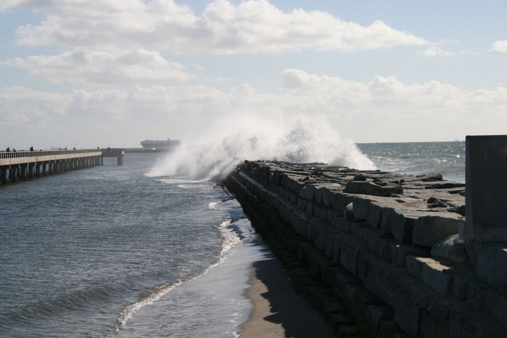Click image for larger version  Name:breakwater.jpg Views:1591 Size:91.5 KB ID:13594