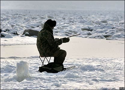 Click image for larger version  Name:FishingWithZim.jpg Views:49 Size:33.0 KB ID:9921